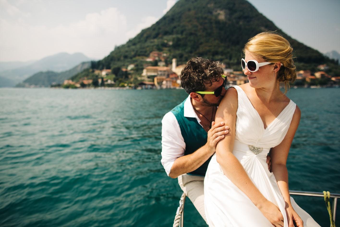 bride and groom at Lake Iseo