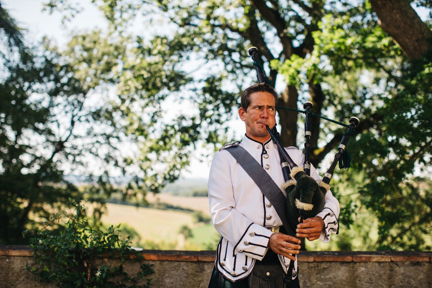scottish bagpipes at french wedding