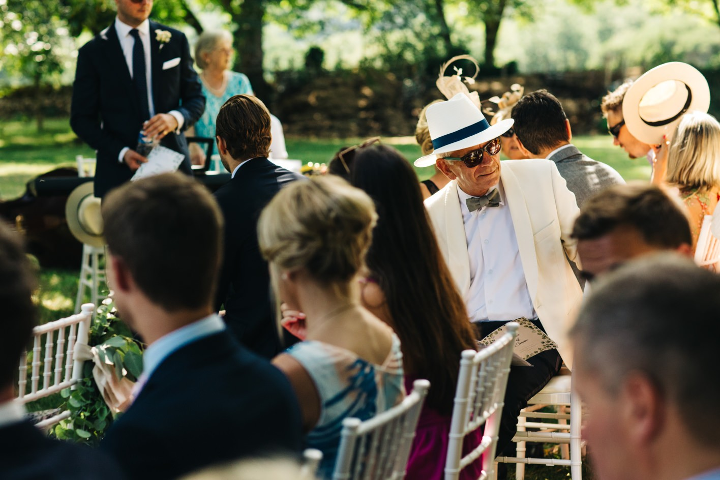 wedding guest sees bride walk down aisle