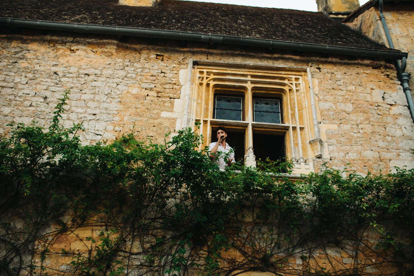 tenor sings from chateau window