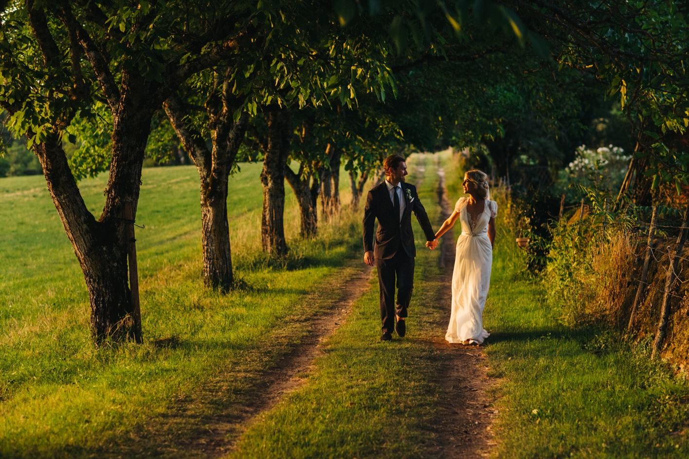 bride and groom sunset portrait at dordogne weddding
