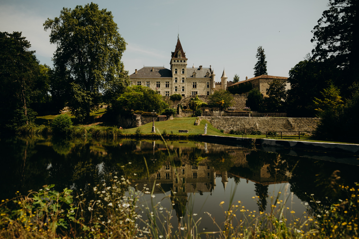chateau de lisse mirrored in lake