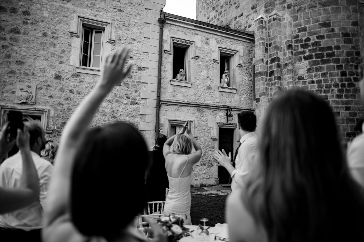 couple serenade their guests at chateau wedding