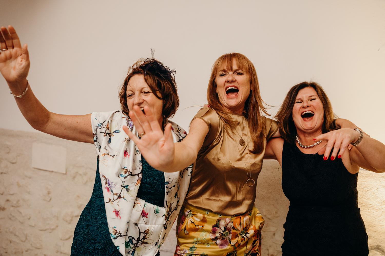 ladies sing at wedding