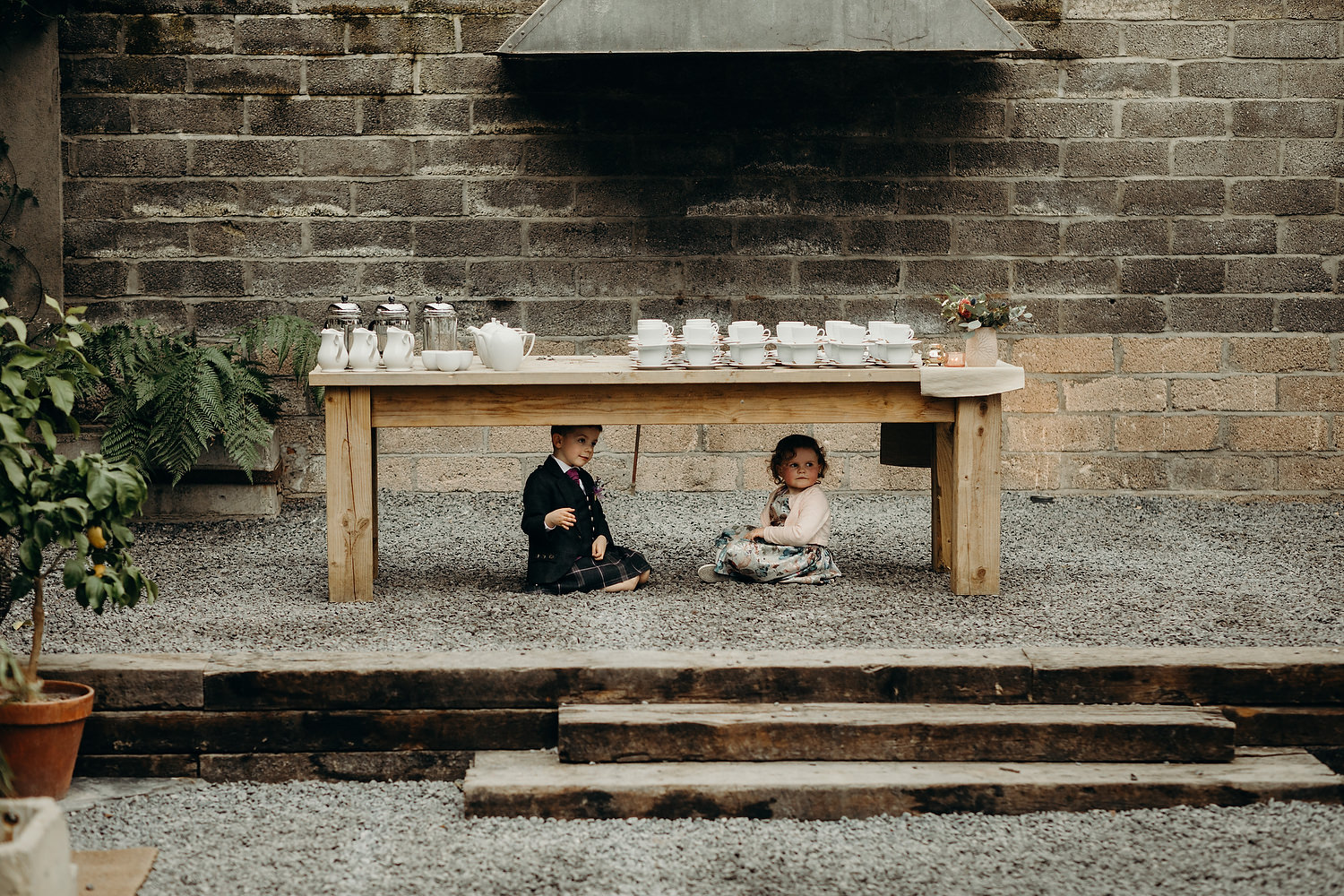 kids play under table