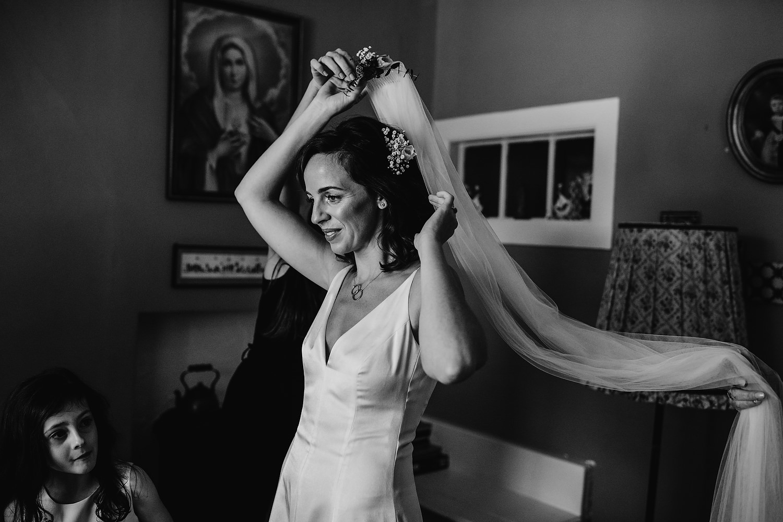 bride puts veil on