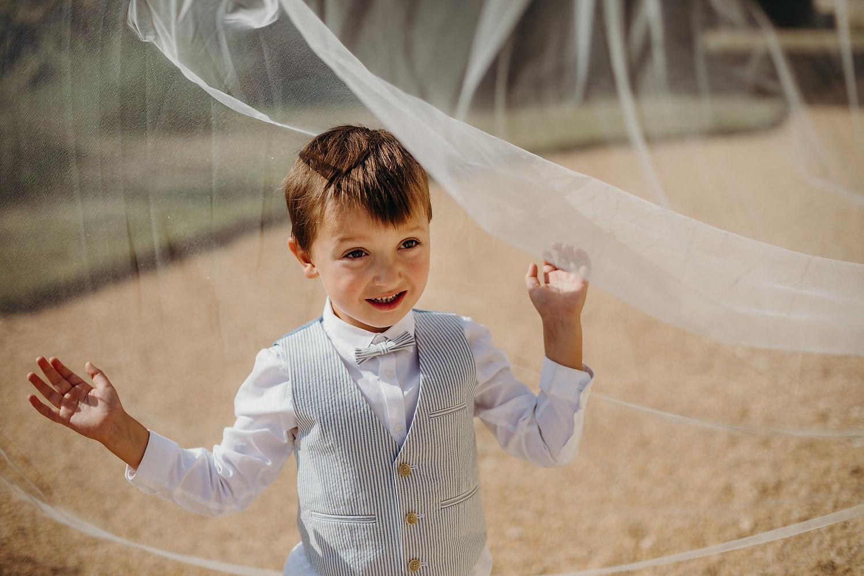 kid get stuck under wedding veil